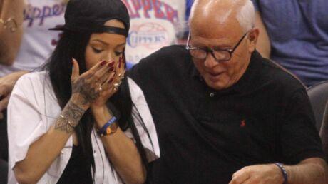 PHOTOS Rihanna explose le téléphone d'un officier de police en prenant un selfie