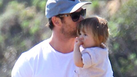 PHOTOS Chris Hemsworth : papa modèle avec sa fille à la plage