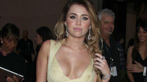 Miley Cyrus lèche un gâteau-pénis pour l'anniversaire de son mec