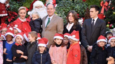 PHOTOS Charlène et Albert de Monaco distribuent des cadeaux en compagnie de leurs enfants