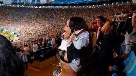 PHOTO Rihanna montre sa poitrine pour soutenir l'Allemagne en finale