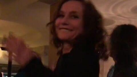VIDEO Isabelle Huppert totalement déchaînée sur un tube de Début de soirée: ça part en chenille