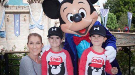 PHOTO Céline Dion pose avec Nelson et Eddy, ses jumeaux qui ont bien grandi!