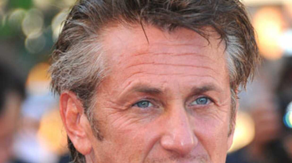 Sean Penn sauve son assistante blessée (et toute nue)