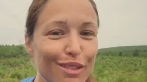 Natasha St-Pier se confie sur son début de grossesse difficile