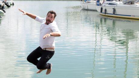 photos-michael-youn-saute-tout-habille-dans-le-port-de-la-rochelle-pour-la-promo-d-un-telefilm