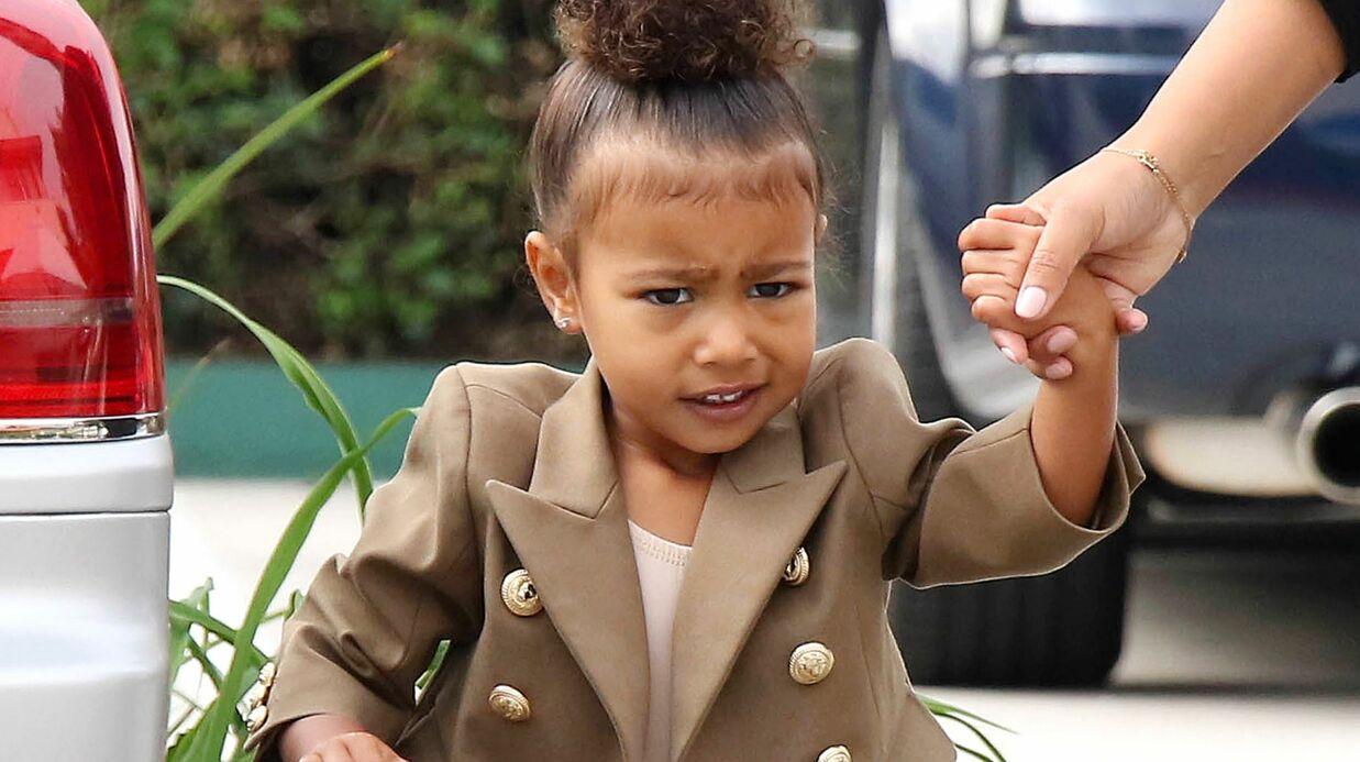 VIDEO North West refuse que Kim Kardashian la prenne en photo