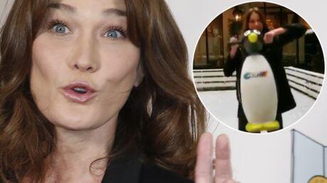 VIDEO Carla Bruni-Sarkozy initie Giulia au patin à glace (et fait un clin d'œil à François Hollande?)