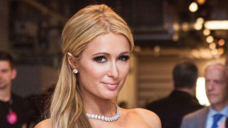 PHOTOS Paris Hilton pose seins nus pour un shooting ultra torride