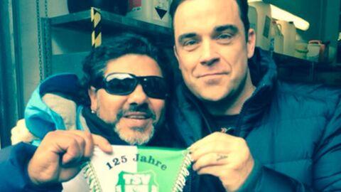 PHOTO Robbie Williams se ridiculise sur Twitter en posant avec un faux Maradona