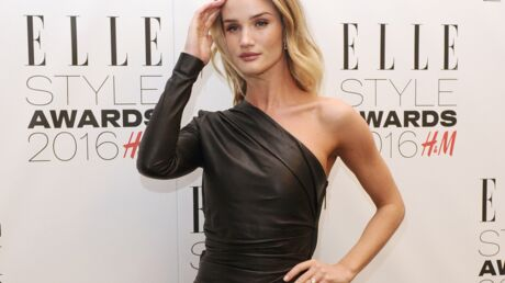 PHOTO Rosie Huntington-Whiteley prend une pose TRÈS suggestive pour un magazine