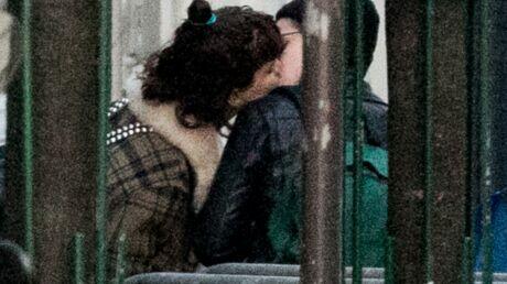 PHOTOS Kristen Stewart et sa petite amie française: tendre baiser dans les rues de Paris