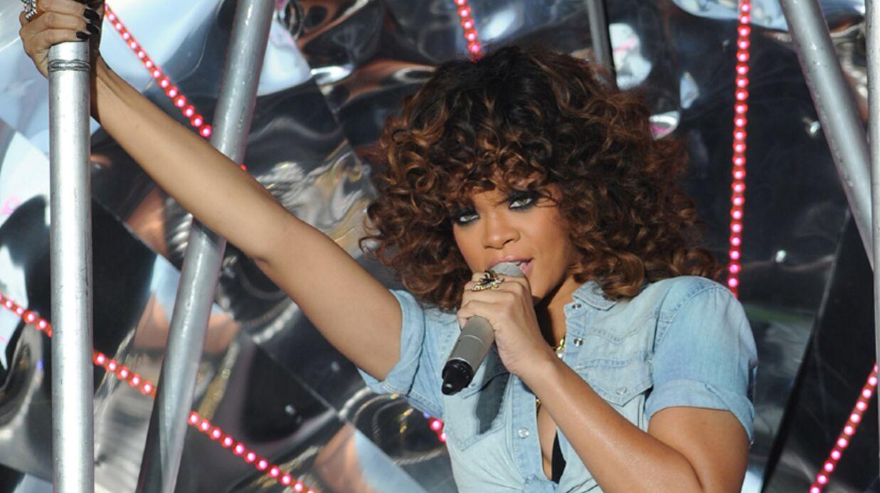 Rihanna très excitée par des danseuses de lap-dance