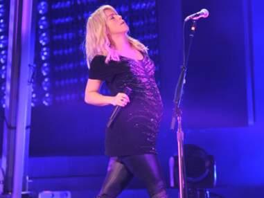 Shakira enceinte sur scène à Bakou en Azerbaïdjan