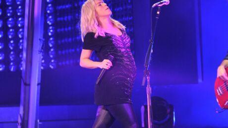 DIAPO Shakira enceinte sur scène à Bakou