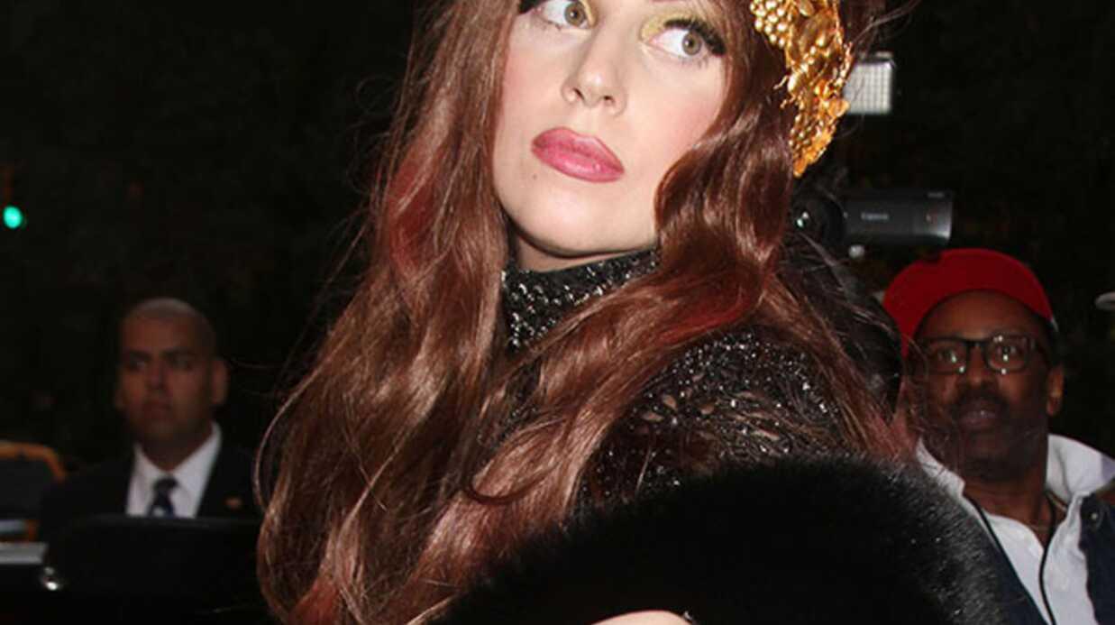VIDEOS Lady Gaga présente son parfum en dormant
