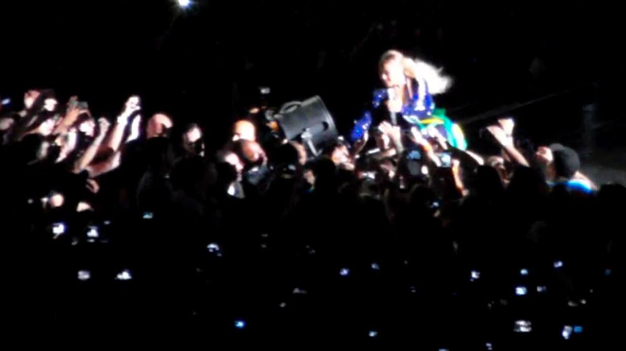 VIDEO Beyoncé se fait agripper sur scène par un fan très collant