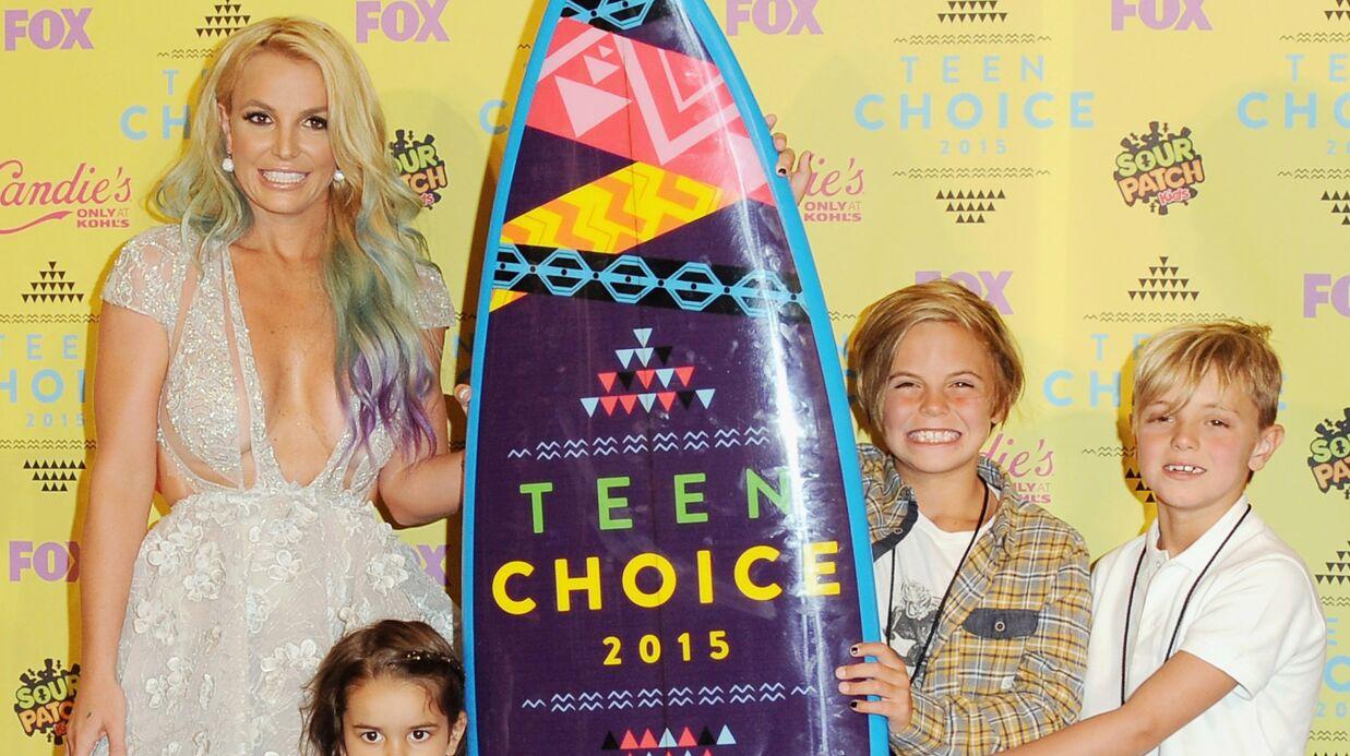 PHOTOS Britney Spears en décolleté plongeant et en famille aux Teen Choice Awards