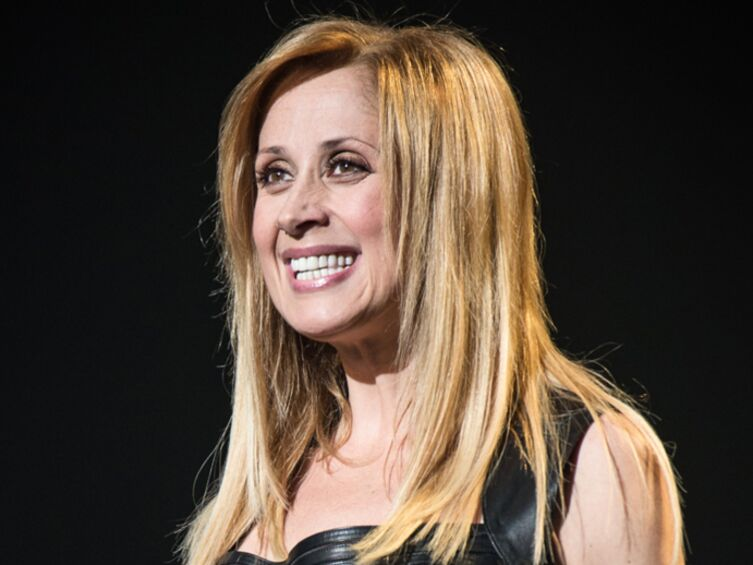 lara fabian pose nue pour gala apr s avoir perdu dix kilos voici. Black Bedroom Furniture Sets. Home Design Ideas