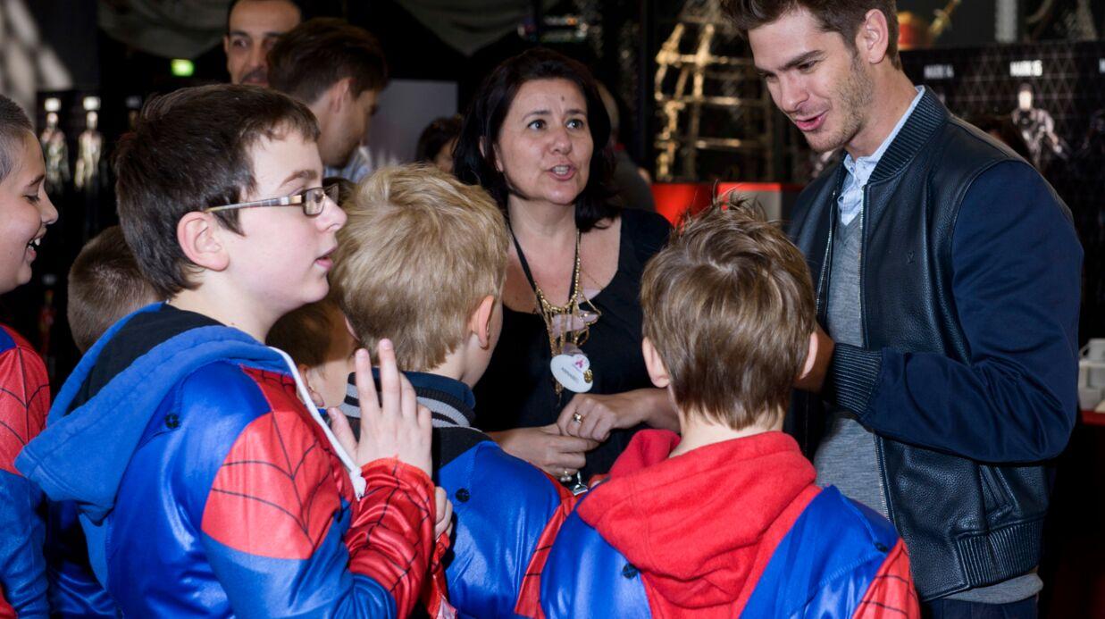 VIDEO Andrew Garfield et Emma Stone accueillent Spider-Man à Disneyland Paris