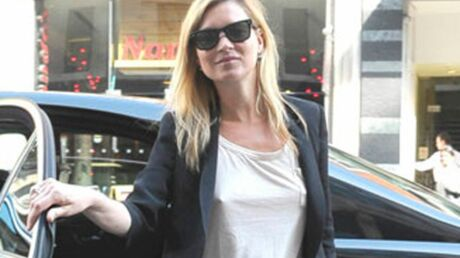 Kate Moss paralysée d'un bras