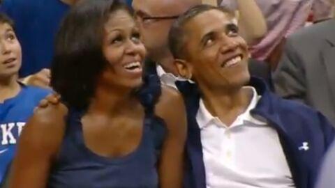 VIDEO Michelle hésite à embrasser Barack Obama devant tout le monde