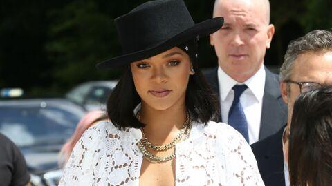 PHOTOS Rihanna débarque à Paris dans une robe transparente au décolleté plongeant