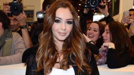 PHOTO Nabilla se prend pour Lara Croft durant un shooting
