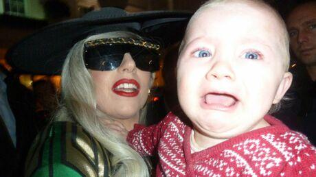 DIAPO Lady Gaga effraie un bébé