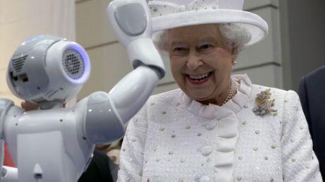 Elizabeth II: pour garder le contact avec ses petits-enfants, elle utilise… Skype!