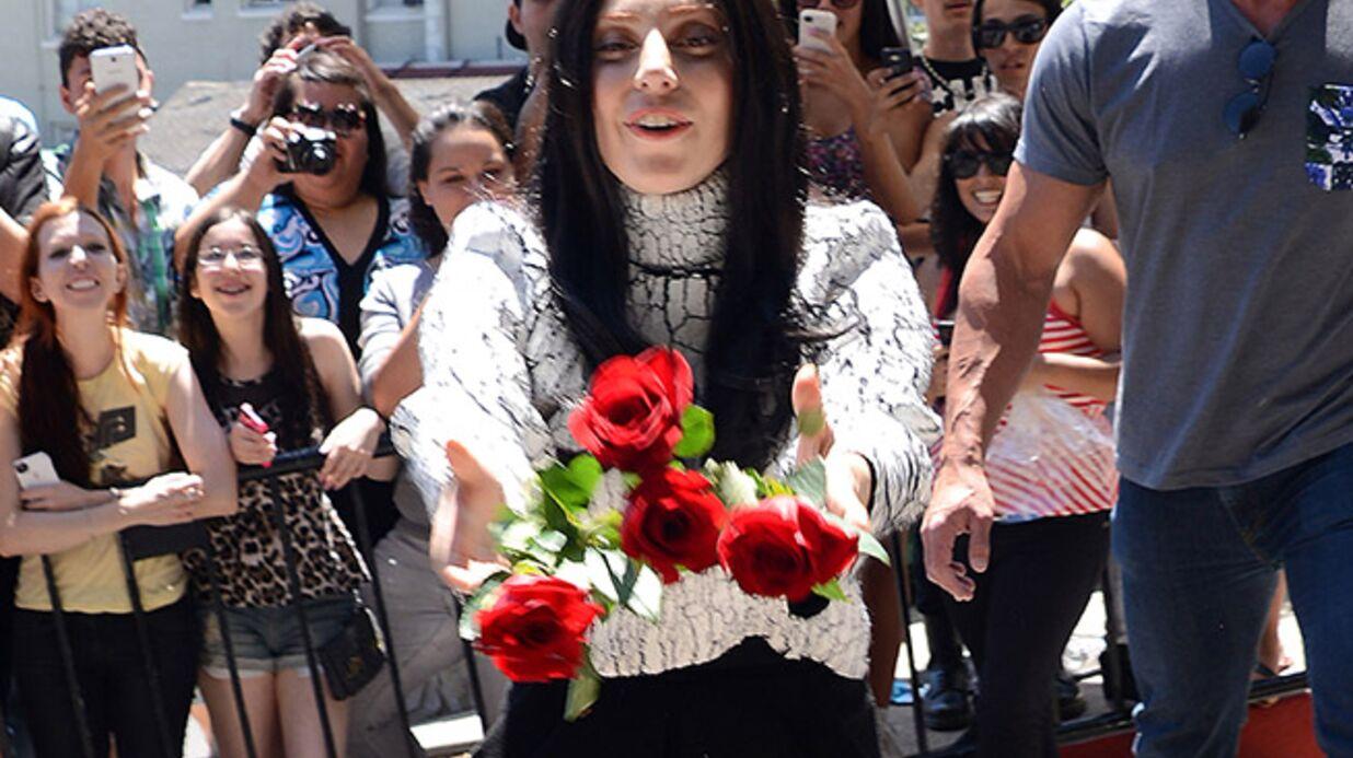 DIAPO Lady Gaga déguisée en Cher pour rencontrer ses fans