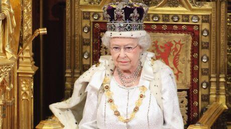 Elizabeth II: enfant, on lui apprenait à rester assise des heures  sans bouger en échange d'un biscuit