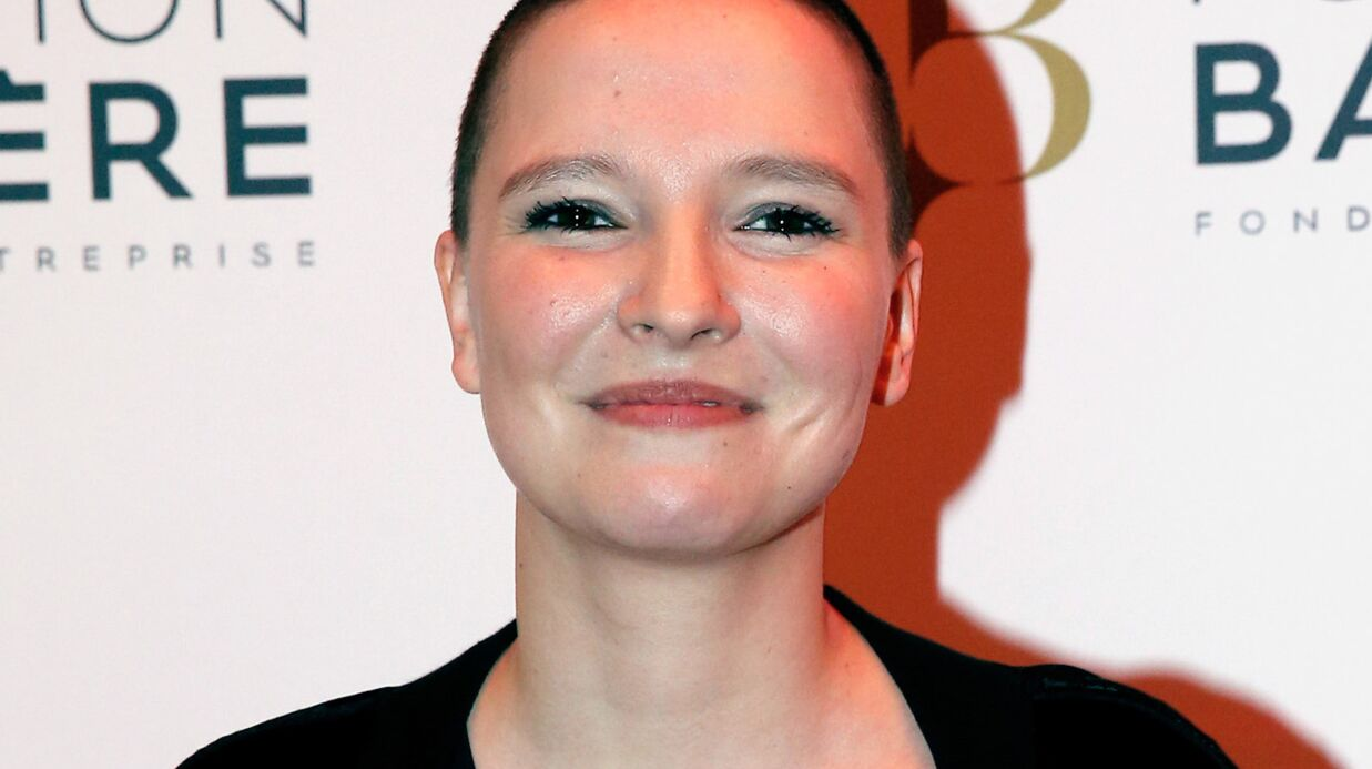 Anne Sila explique pourquoi elle s'est rasé le crâne juste avant The Voice