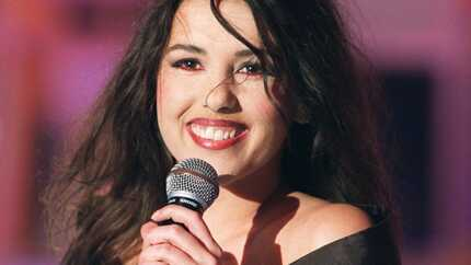 VIDEO Le retour de Nathalie Cardone: la chanteuse d'Hasta Siempre a bien changé depuis son tube