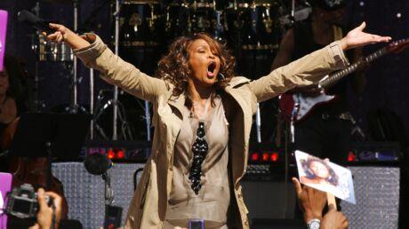 Whitney Houston: un film désavoué par sa famille révèle que ses proches ont dilapidé sa fortune