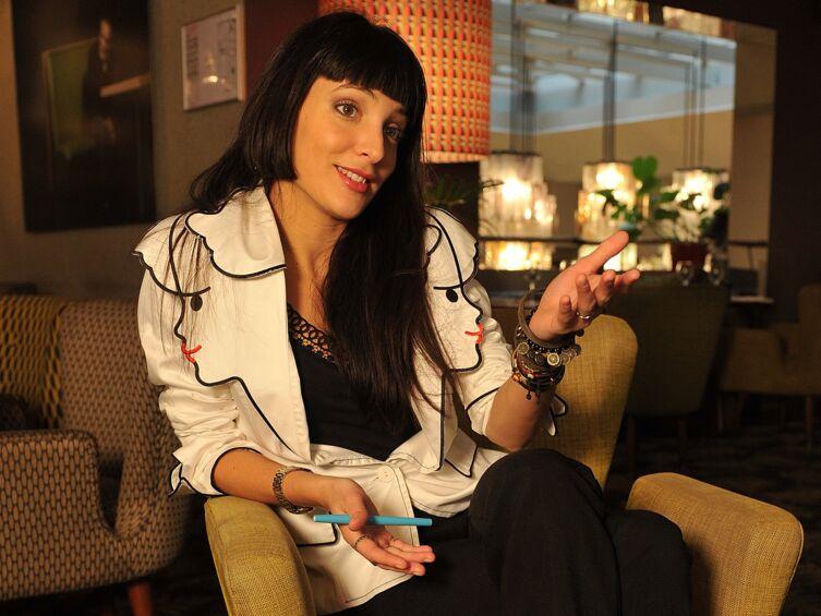 Interview – Erika Moulet (TPMP) : « Avec cette émission, quand tu es en couple, il faut être solide »