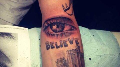 PHOTOS Justin Bieber s'est fait tatouer l'œil… de sa mère