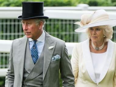 DIAPO Charles et Camilla tout en sobriété au milieu de chapeaux extravagants !