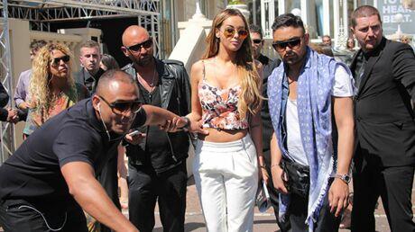 PHOTOS Cannes: Nabilla accueillie en véritable star sur la Croisette