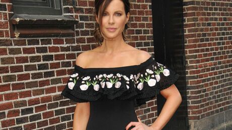 PHOTO 17 ans après, Kate Beckinsale refait la photo de la naissance de sa fille