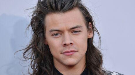 PHOTOS Harry Styles a enlevé son chapeau: il dévoile ENTIEREMENT sa coupe courte