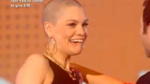 DIAPO Jessie J se fait raser la tête en direct à la télé