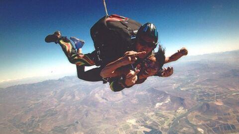 PHOTOS Shy'm s'éclate pour son premier saut en parachute