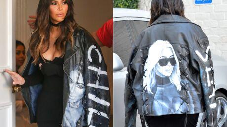 PHOTOS Kim Kardashian frise le ridicule avec une veste à son effigie