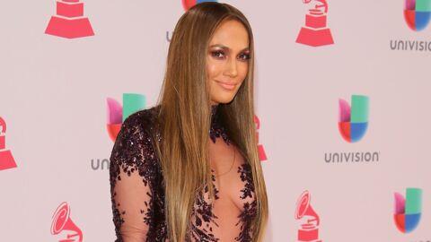 PHOTO Jennifer Lopez nous donne des nouvelles de son décolleté et il va TRÈS bien