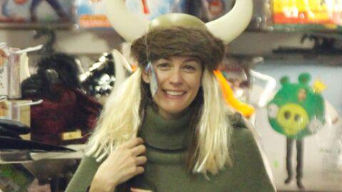 DIAPO Liv Tyler essaie des déguisements pour Halloween