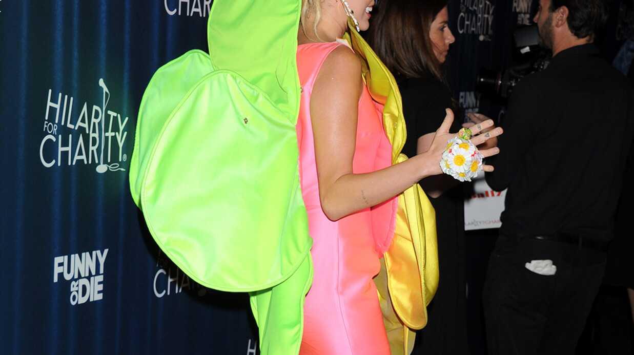 PHOTOS Miley Cyrus: son étonnante robe pour la soirée de James Franco