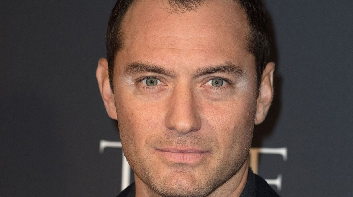 PHOTOS Jude Law et son maquillage raté sur le red carpet de The Young Pope