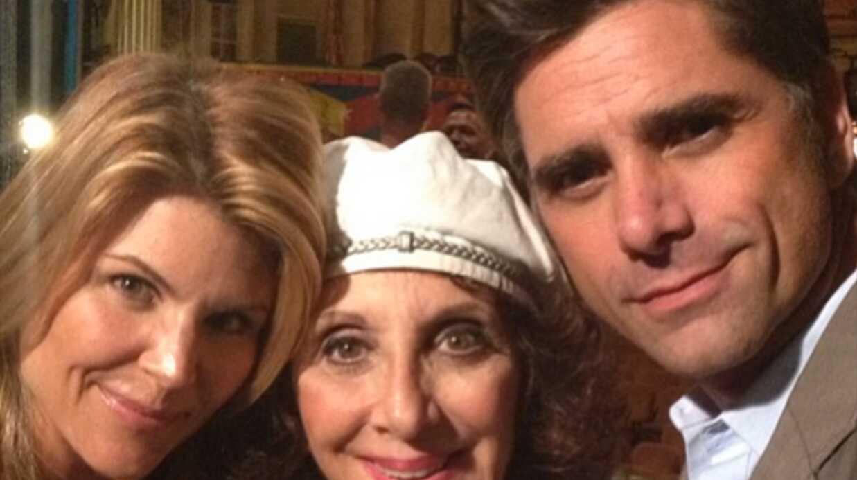 La fête à la maison: les retrouvailles de Lori Loughin (Becky) et John Stamos (Jesse)