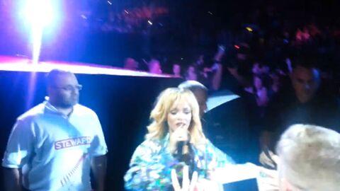 VIDEO Rihanna frappe violemment un fan avec son micro lors d'un concert